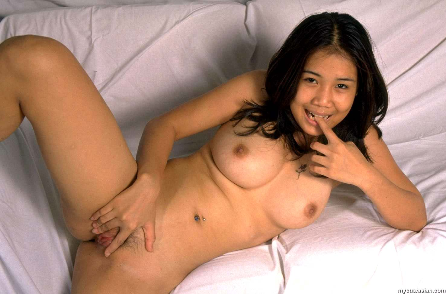 pic of woman nude in sex swing